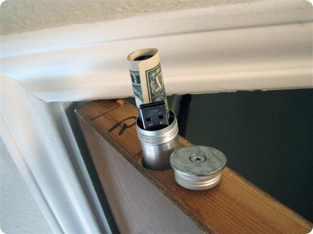 comment transformer une porte en une cachette secr te gurumeditation. Black Bedroom Furniture Sets. Home Design Ideas