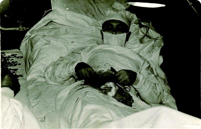Automédication extrême : l'histoire du chirurgien qui dû s'extraire son propre appendice