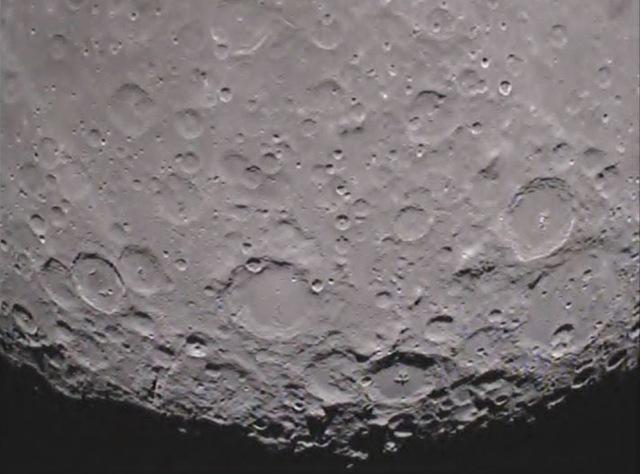 pole-sud-Lune-_grail20120201