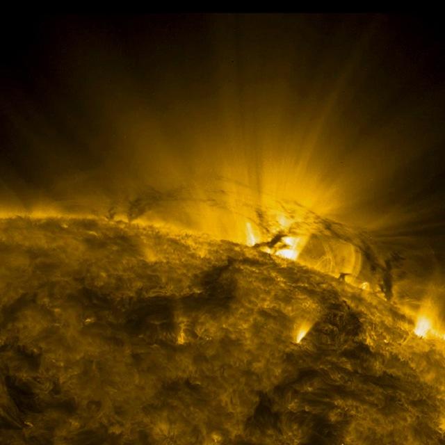tornade-soleil-SDO-110212_thumb.jpg