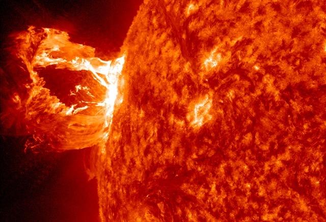 Soleil-erupt
