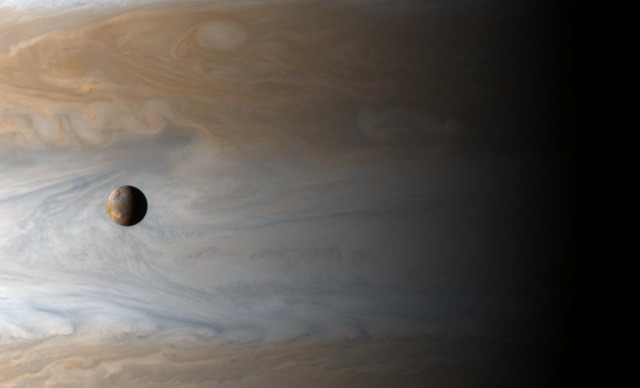 io-jupiter_cassini_thumb.jpg