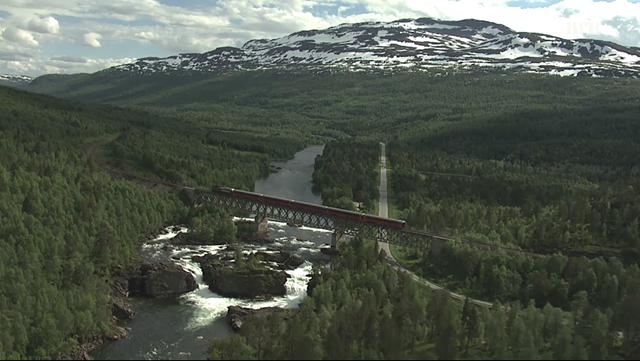 Vidéos : 4 saisons sur 729 km de voie ferrée en 1 minute ou 134 heures de croisière norvégienne.