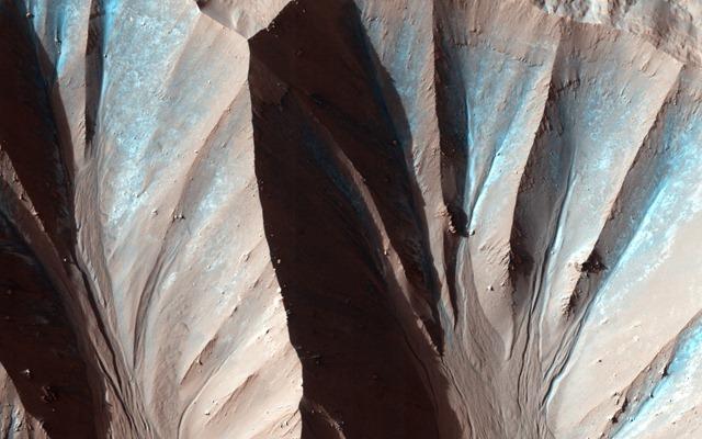 Cratre-Gasa-Mars-HIRISE-MRO_thumb.jpg