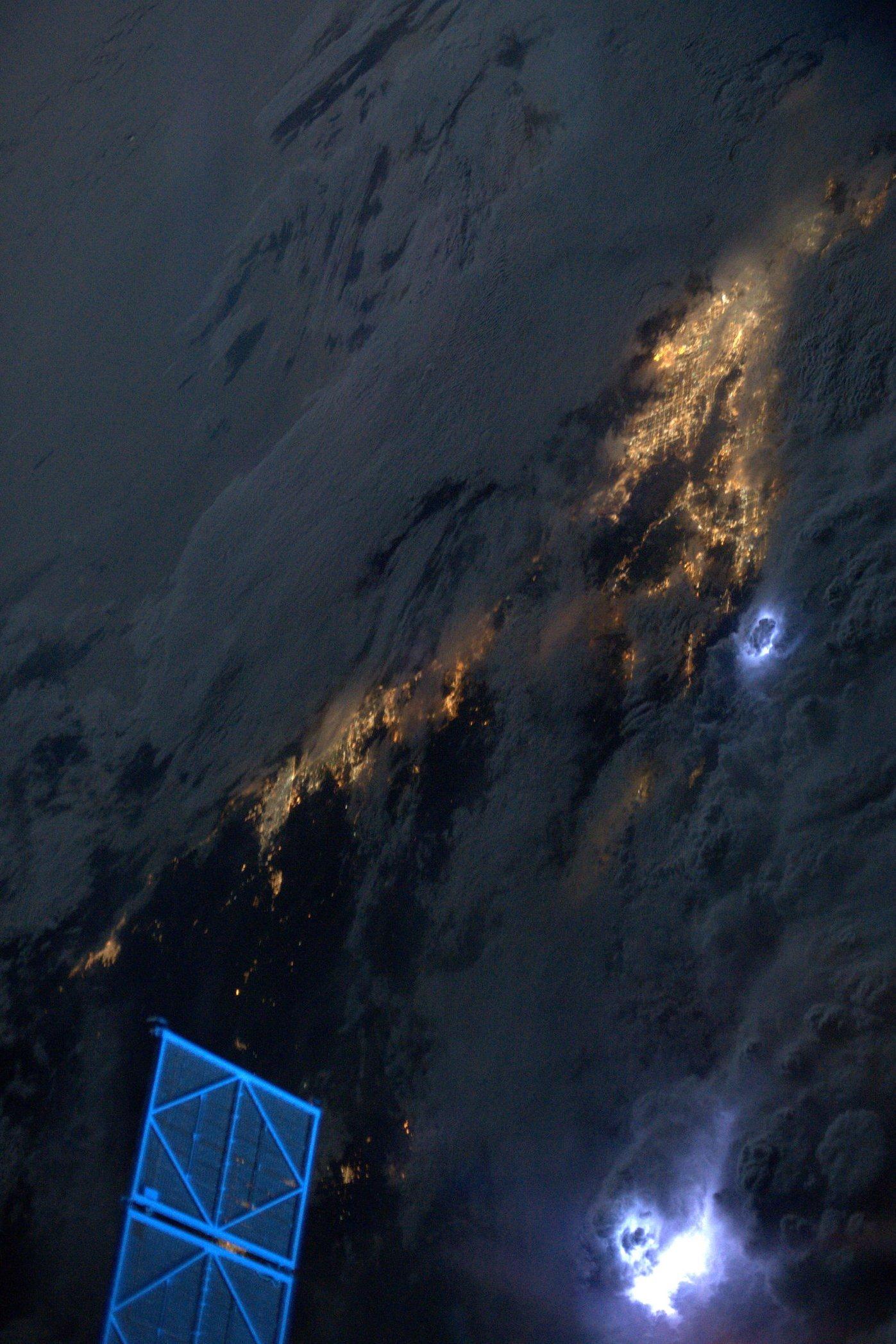 ISS-foudre-Karen-Nyberg2013.jpg