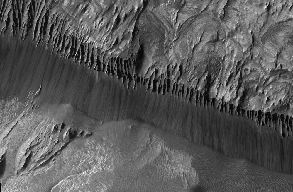 falaise-Hebes-Chasma.jpg