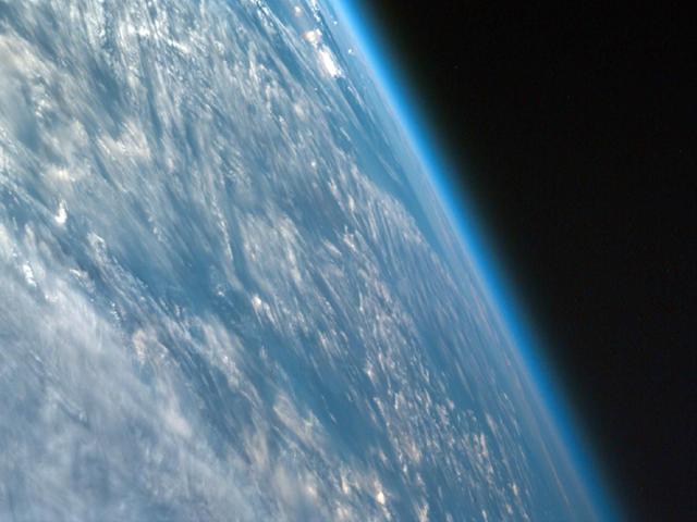atmosphere-de-la-Terre-de-lespace_thumb.png