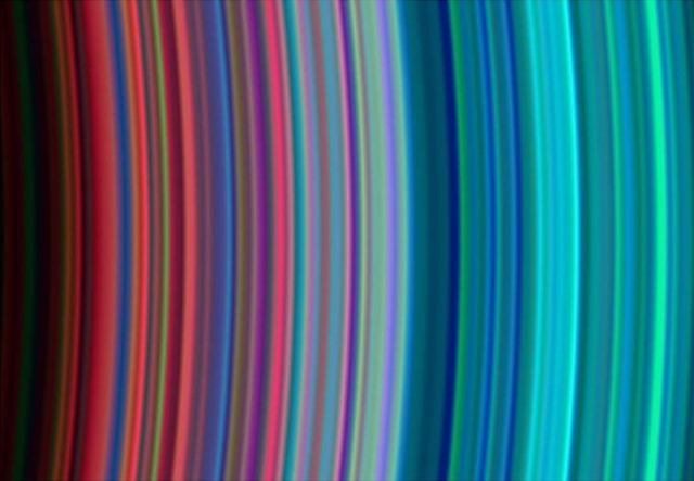 Anneaux-arc-en-ciel-Saturne_thumb.jpg