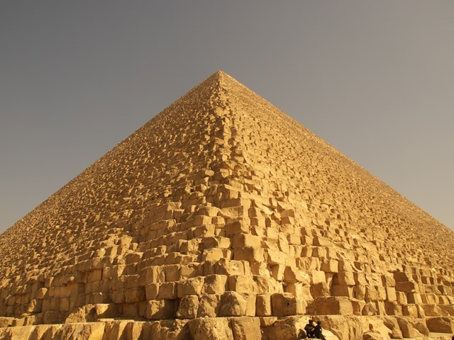 Pyramide-de-Gizeh-1_thumb.jpg