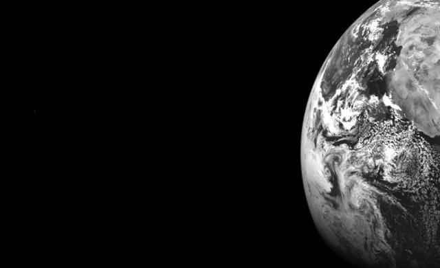 earthmars_LRO1_thumb.jpg