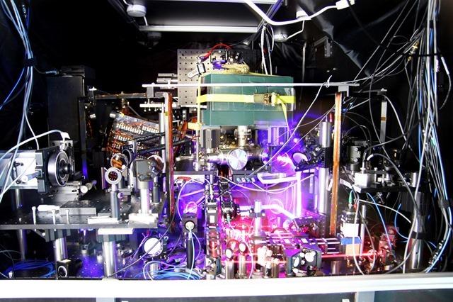 Horloge-atomique-R Monde2