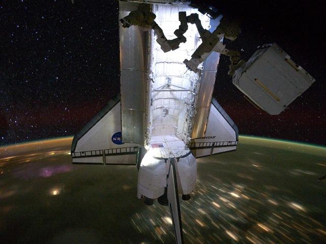 En images et vidéos : L'atterrissage finale de la navette Endeavour.