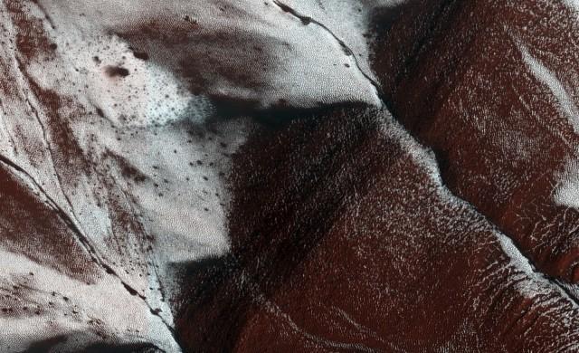 HiRISE-pentes-glaces-Mars.jpg