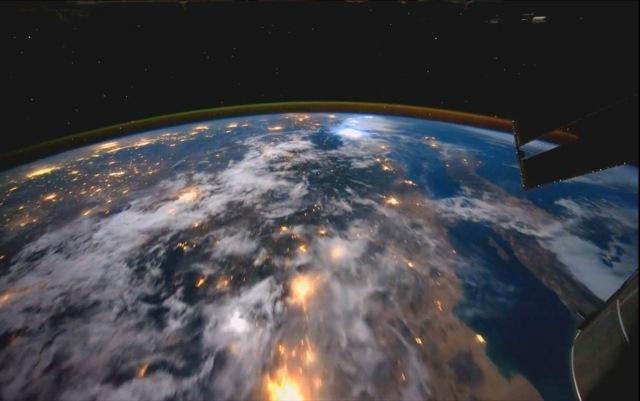 Le magnifique p riple acc l r de la station spatiale for Iss espace vert