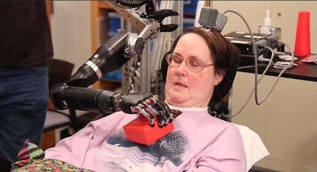 La meilleur prothèse à l'interface cerveau-machine : pas de bras mais du chocolat ! (Vidéo)