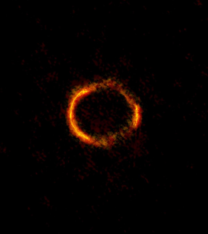 Un anneau d'Einstein engendré par la déformation de l'espace par une galaxie
