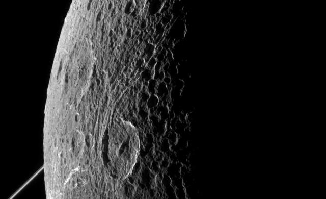 Dione-Cassini25.jpg