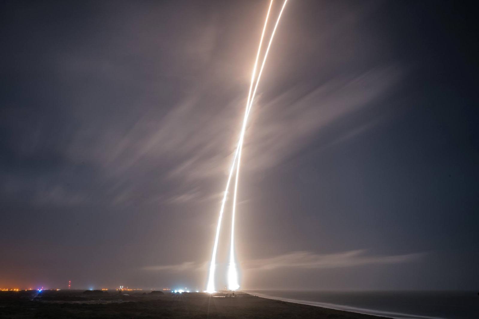 SpaceX a accompli l'atterrissage historique d'un lanceur réutilisable qui a préalablement atteint l'orbite de la Terre (vidéo)