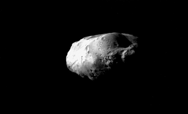 Prometheus-Cassini.jpg