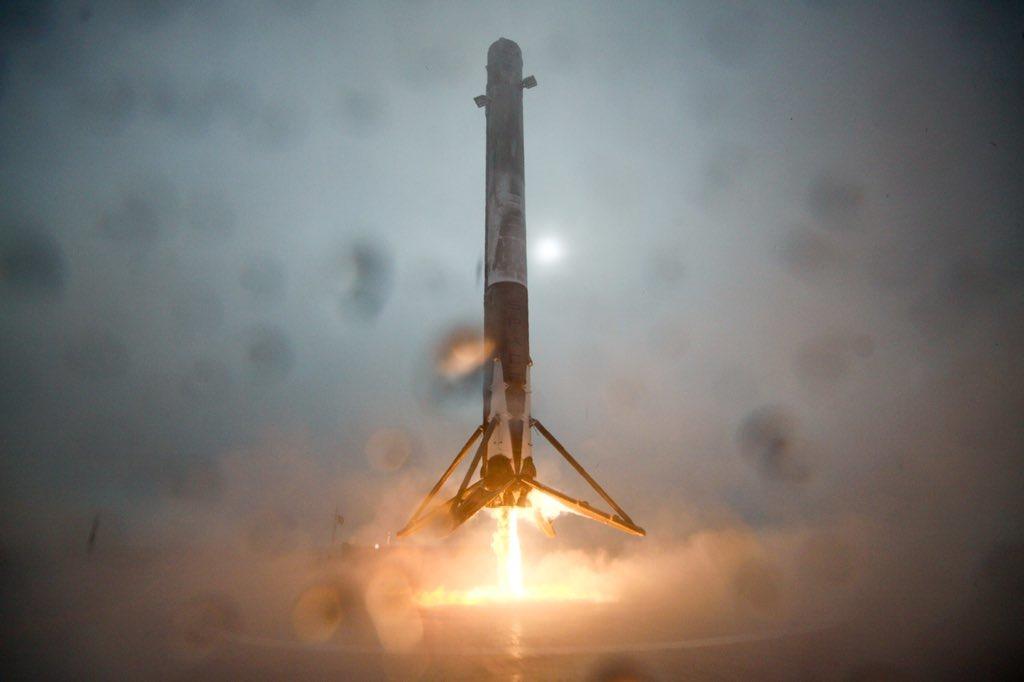 Sur la 3e tentative presque réussie de faire atterrir une fusée sur une barge au milieu de la mer par SpaceX (vidéos)