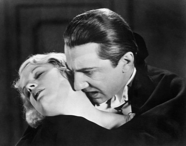 """Un psychologue spécialisé dans la recherche sur les """"vampires"""" surpris en train de lécher le sang d'une de ses étudiantes"""