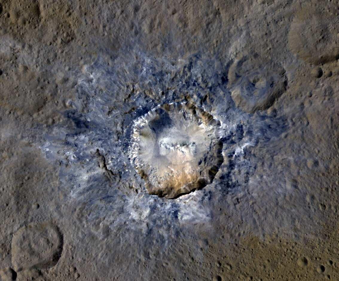 On ne pourra pas être plus près des étranges cratères de la planète naine Cérès