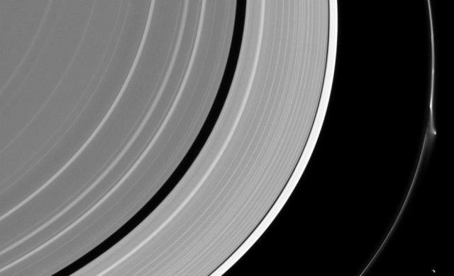 Dformation-anneauF-Cassini.jpg