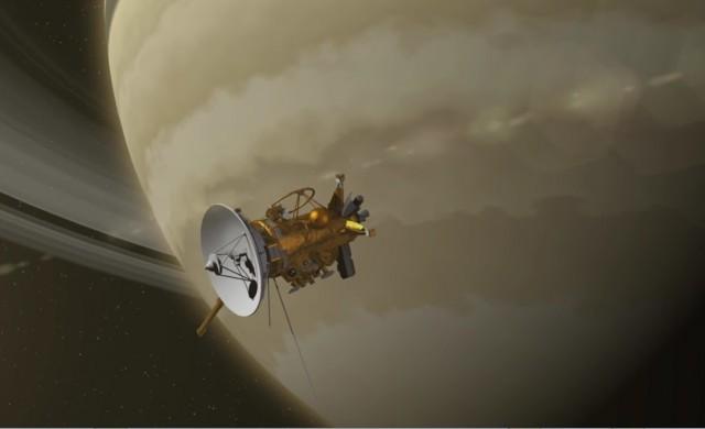 Cassini-Saturne-survol-anneau.jpg