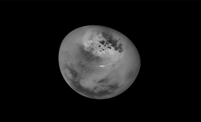 Titan-nuages-Cassini.jpg