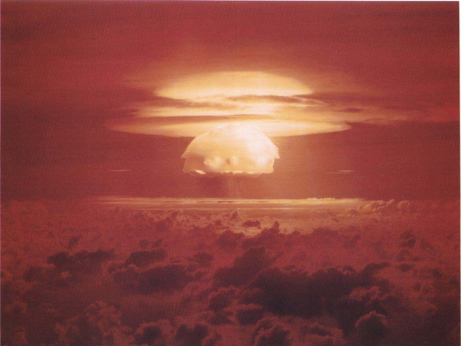 L'Horloge de la fin du monde est de 30 secondes plus près de l'apocalypse, notamment motivée par l'arrivée de Donald Trump