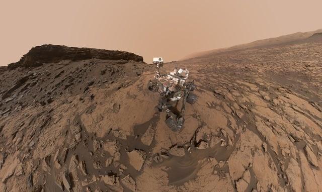Curiosity-Murray-Buttes-selfie