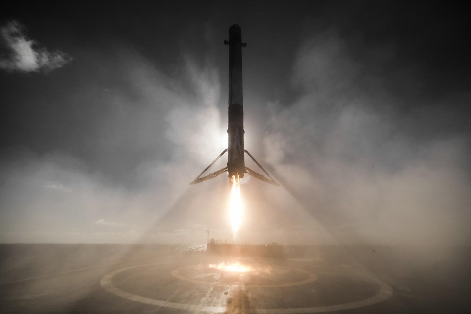 Ouf… La dernière fusée de SpaceX n'a pas explosé et a une nouvelle fois gracieusement atterri (Vidéo)