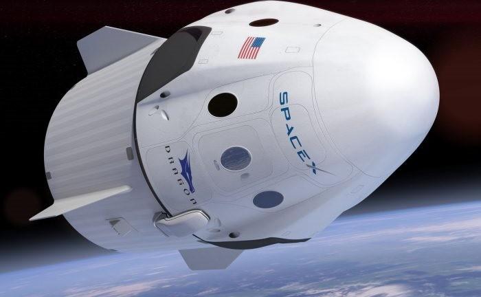 SpaceX enverra deux riches touristes de l'espace faire le tour de la Lune en 2018