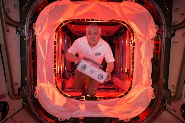 Si vous aimez regarder des hommes travailler dans l'espace…6 heures d'affilée