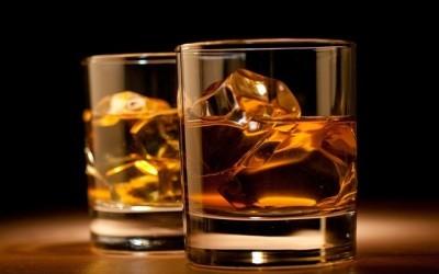 Au niveau moléculaire, les amateurs de whisky ont raison d'y rajouter de l'eau