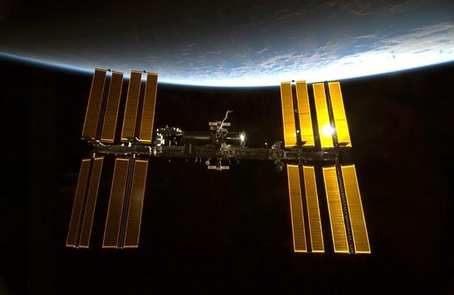Un cosmonaute russe prétend que des bactéries extraterrestres seraient collées à la coque extérieur de l'ISS…