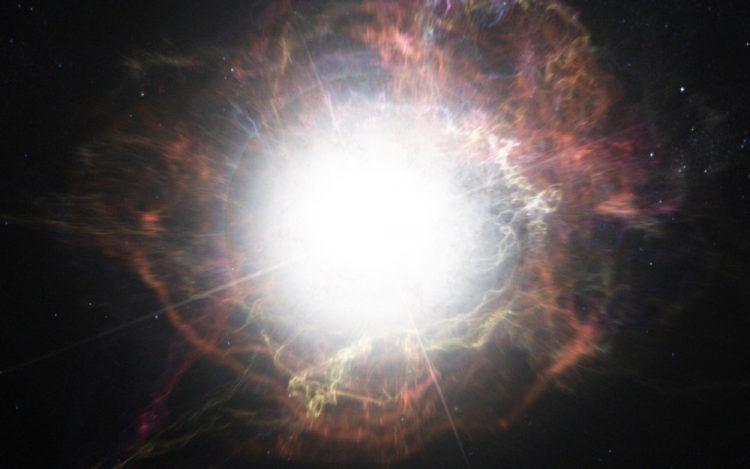 Une étrange étoile n'en finit pas d'exploser
