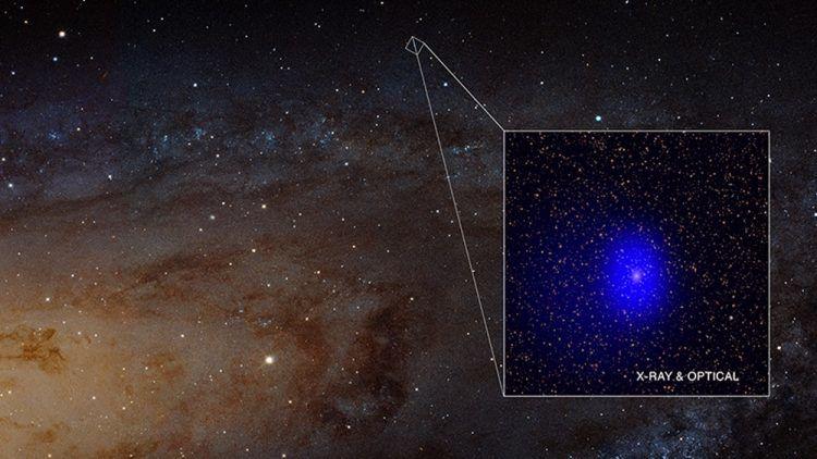 Deux étoiles photobombant la galaxie la plus proche se révèlent être deux immenses trous noirs en passe de fusionner