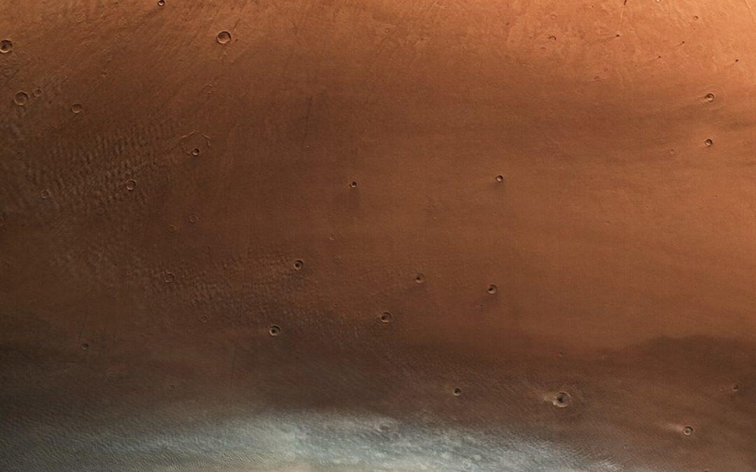 Une magnifique vue étendue d'une planète Mars à l'envers