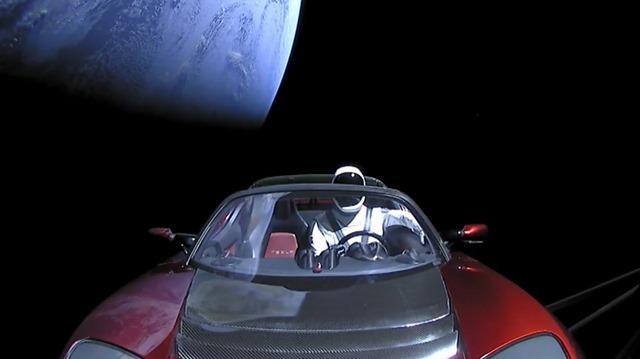 La voiture Tesla envoyée dans l'espace a-t-elle des chances de nous revenir dessus ?